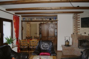 """Ferienwohnung """"HOLLiday"""" Blick vom Wohnzimmer zur Essecke und anschließender Küche"""
