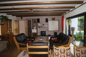 """Ferienwohnung """"HOLLiday"""" – Wohnzimmer mit gemütlicher Sitzecke"""