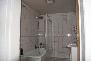 """Haus """"Simona"""" Bad mit Wanne, Dusche und Waschbecken"""