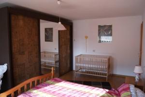 "Haus ""Simona"" Schlafzimmer mit Kinderbett"
