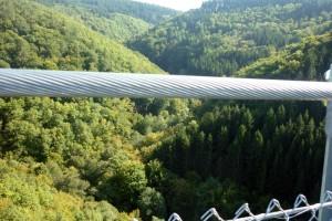 Geierlay – längste Hängeseilbrücke Deutschlands – Blick in die Tiefe ca. 100 m