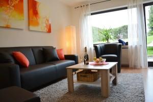 """Ferienwohnung """"Hedi"""" – Wohnzimmer mit gemütlicher  Sitzgruppe"""